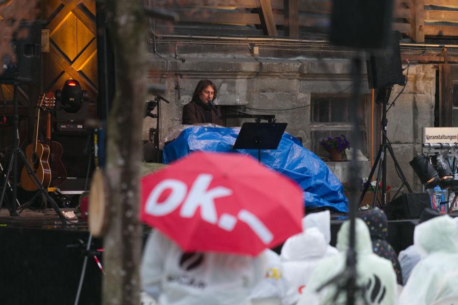 Tourstart für Pippo Pollina im strömenden Regen